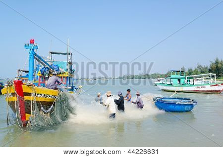 Vietnamese Fishers At Work