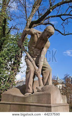 Sculpture Of A Shovel-man (1906). Strasburg