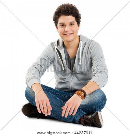 Junge sitzend isoliert auf weißem Hintergrund