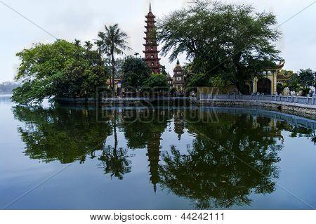 Tran Quoc Pagoda.