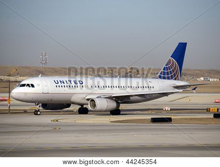 United Airlines Airbus A-320
