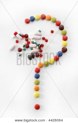 Caramelos dulces interrogación aislado en blanco