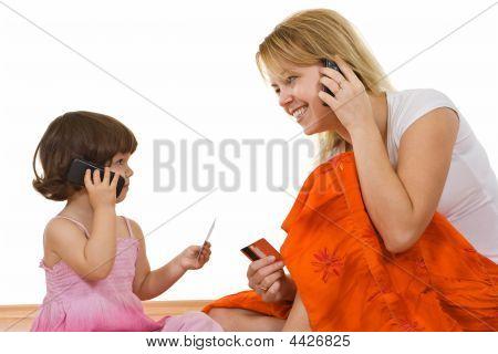 zwei Mädchen sprechen
