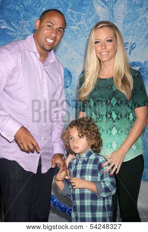LOS ANGELES - NOV 19:  Hank Baskett, Henry Baskett, Kendra Wilkinson at the