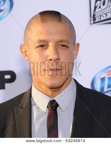 LOS ANGELES - SEP 07:  Theo Rossi arrives to