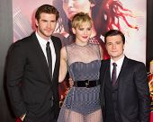 LOS ANGELES, CA - NOVEMBER 18: Actors Liam Hemsworth, Jennifer Lawrence and Josh Hutcherson attend t