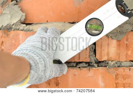 Applying Aluminum, The Water Level Of The Brick Wall