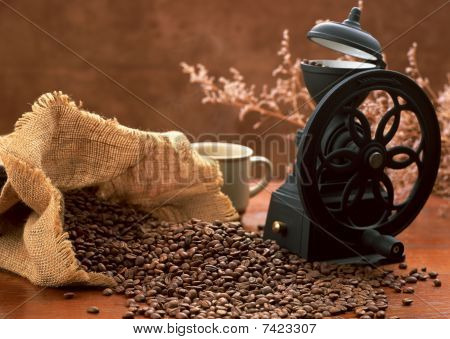 FRESH COFFEE GRINDING MACHINE