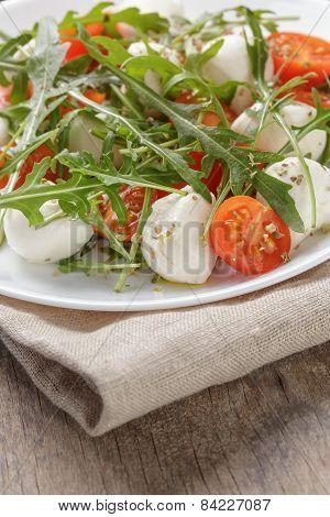 salad with mozzarella cherry tomatoes and arugula