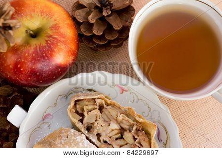 Apple strudel pie