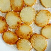 picture of gold panning  - Fried potatoes in a pan in oil - JPG