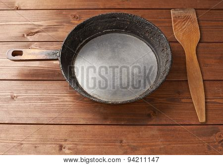 Old pan, spatula and spoon composition