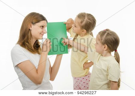 Children Guess The Color Of Picture