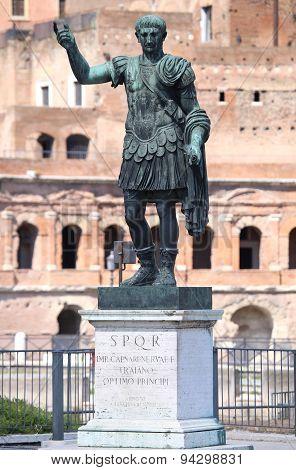 Statue Caesari.nervae.f.traiano, Rome, Italy