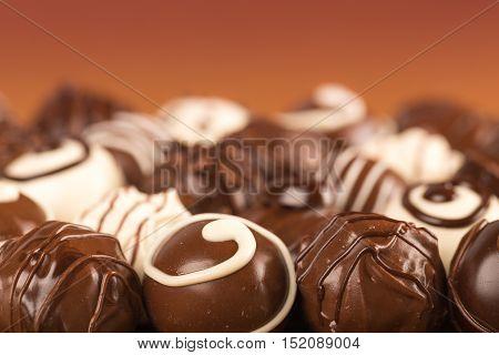 Dark, milk and white chocolate candies / pralines / truffles, assorted