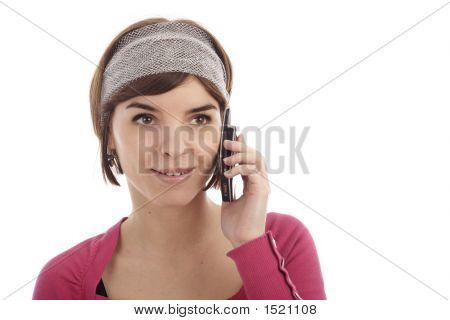 Bastante joven mediante teléfono móvil