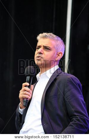 Westminster London UK. 16th October 2016. The Mayor of London Sadiq Khan opens Festival Of Dewali Trafalgar Square