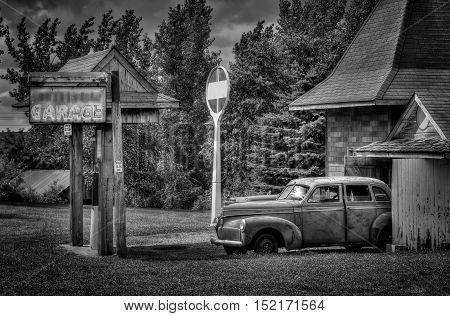 Vintage Garage - black and white aged