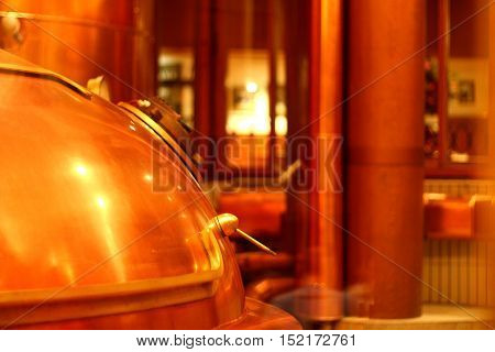 Copper red beer tank with a handle and a lid