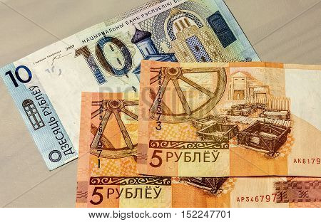 Image of the banknotes of new banknotes five and ten rubles put into circulation July 1 2016
