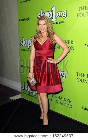 LOS ANGELES - OCT 15:  Jodie Sweetin at the Skip1 Night Event at Loews Hollywood on October 15, 2016 in Los Angeles, CA