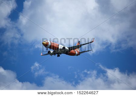 CHIANGMAI, THAILAND -OCTOBER 7 2015: HS-DBJ Boeing 737-800 of NokAir . Landing to Chiangmai airport from Bangkok.