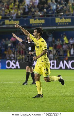VILLARREAL, SPAIN - OCTOBER 16th: Villarreal team celebrate a goal during La Liga soccer match between Villarreal and Celta de Vigo at El Madrigal Stadium on October 16, 2016 in Villarreal, Spain