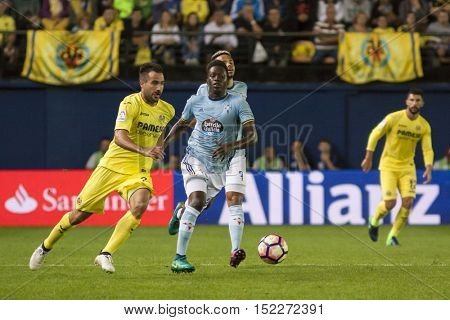 VILLARREAL, SPAIN - OCTOBER 16th: Pape with ball and Mario during La Liga soccer match between Villarreal CF and R.C. Celta de Vigo at El Madrigal Stadium on October 16, 2016 in Villarreal, Spain