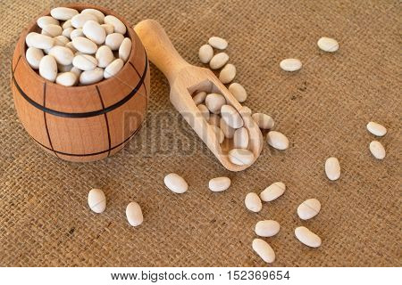 White beans in a barrel on the burlap