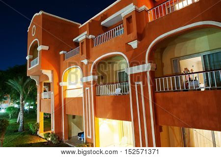 Luxury Arabian Resort House With Garden At Night View