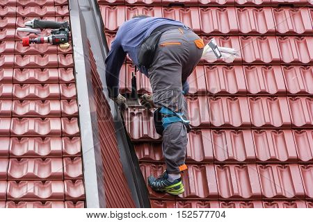 Roofer repair the roof of clay tiles