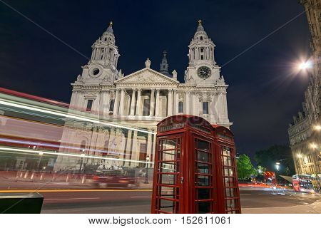 Night photo of St. Paul's Cathedral in London, Great Britain