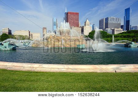 Chicago skyline and Buckingham Fountain in the morning