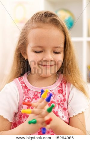 Little Girl Playing With Spielsteine