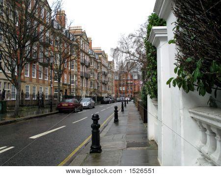 Rainy Day In Kensington