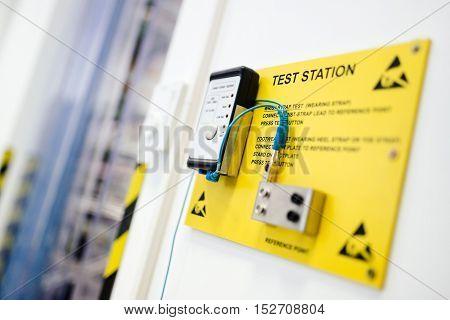 Wrist strap test station in hardware labaratory