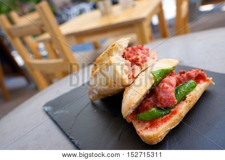 Sausage butty with green pepper and tomato.