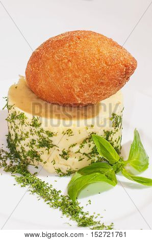 chicken cutlet with mashed potatoes with herbs