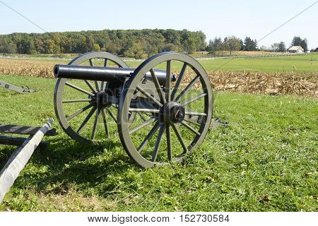 cannon stands by a battlefield in Gettysburg Pennsylvania