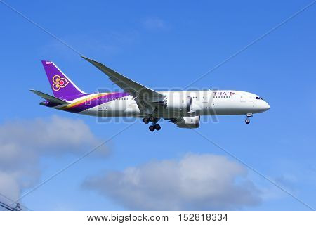 CHIANGMAI , THAILAND- JULY 25 2014: Boeing 787-800 Dreamliner HS-TQA of Thaiairway.First of 787 for Thaiairway.Photo shot of landing to Chiangmai airport from Bangkok Suvarnabhumi, thailand.
