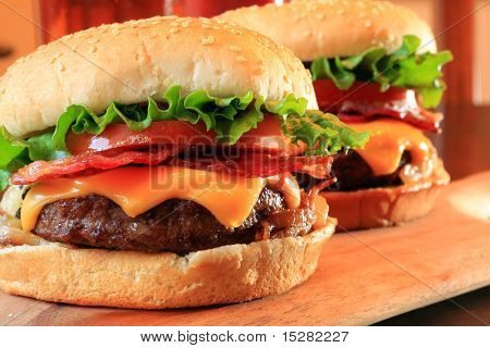 Saftige Bacon Cheeseburger.