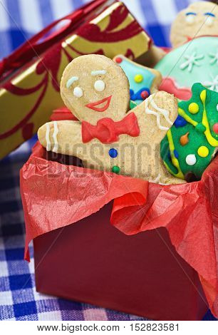 smiling gingerbread man cookies and the rest in a gift box
