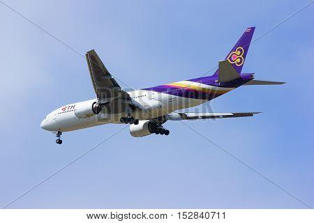 CHIANGMAI, THAILAND- JULY 10 2014 :Boeing 777-200ER HS-TJS of Thaiairway. landing to Chiangmai airport from Bangkok Suvarnabhumi, thailand.