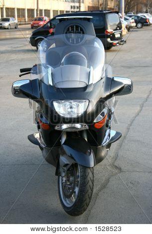 Hermosa motocicleta brillante grande.