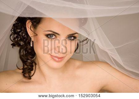 Close up portrait of the beautiful bride