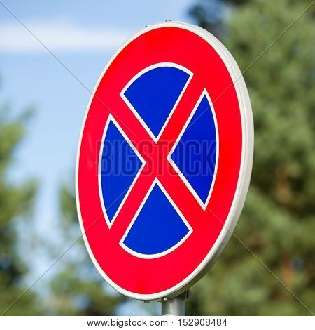 Traffic sign: No stopping or parking (clearway)
