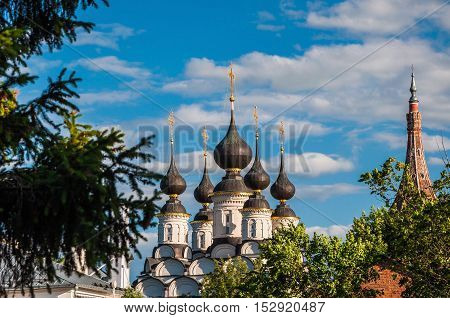 Domes of the Orthodox Church in Suzdal Russia. Golden ring of Russia.