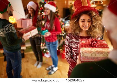 Guys giving gifts to girlfriends for New Year