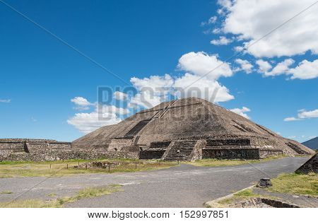 The Pyramid of the Sun is the largest pyramid in Teotihuacan and one of the largest in Mesoamerica. It's located on the Avenue of the Dead in between the Pyramid of the Moon and the Ciudadela.