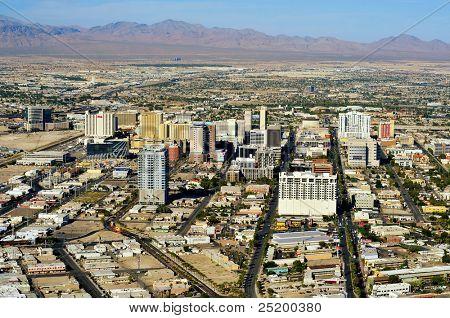 LAS VEGAS, EUA - 13 de outubro: Vista aérea de Downtown Las Vegas em 13 de outubro de 2011 em Las Vegas, EUA.